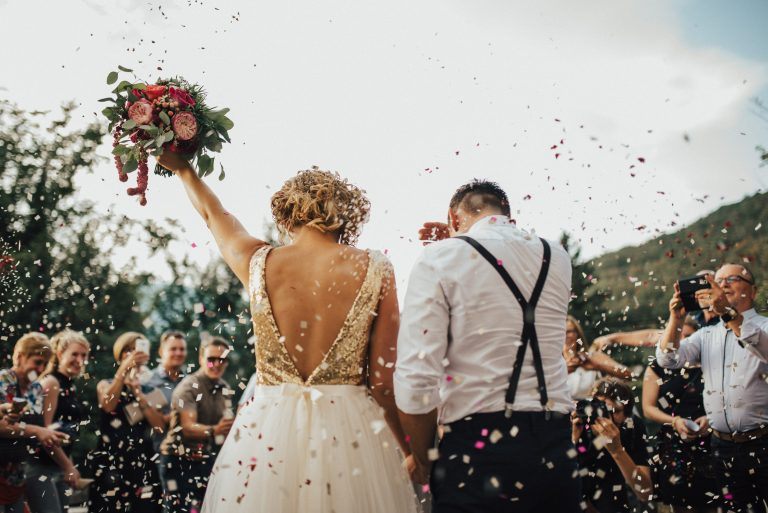 Cat costa contractarea unei formatii pentru nunta?