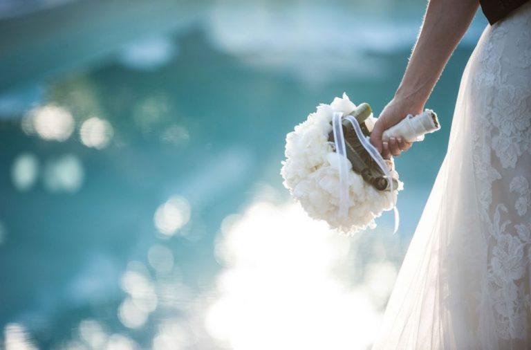Cine va canta la nunta?