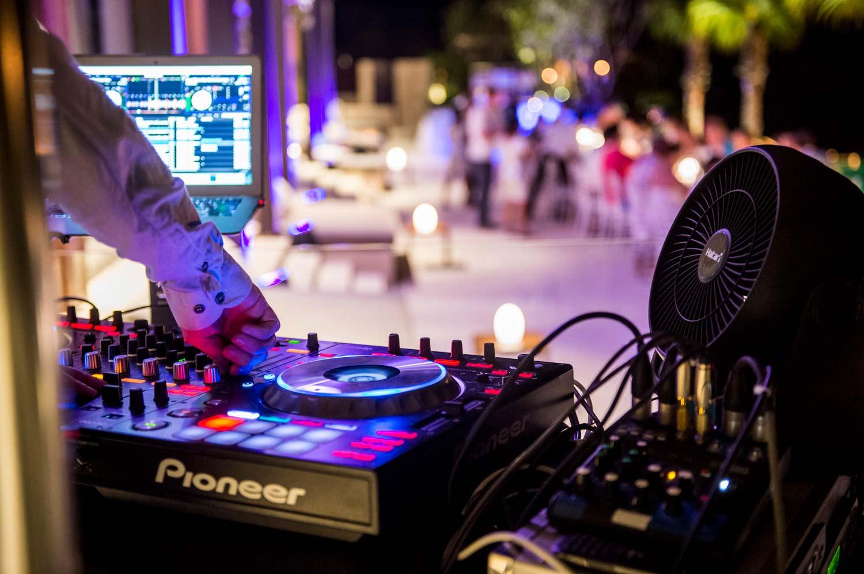 Formatie nunta sau DJ Nunta?