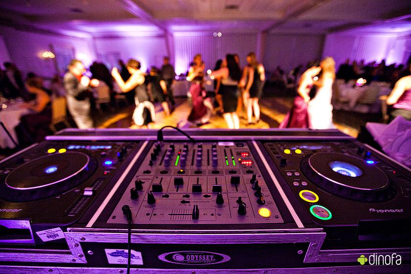 De ce sa apelam la DJ pentru nunta sau DJ pentru botez?